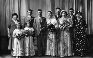 Good_Abe_and_Edith_Wedding_Group.jpg (1423238 bytes)